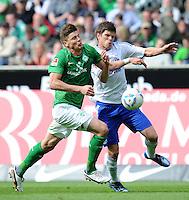 FUSSBALL   1. BUNDESLIGA   SAISON 2011/2012   34. SPIELTAG SV Werder Bremen - FC Schalke 04                       05.05.2012 Sebastian Proedl (li, SV Werder Bremen) gegen Klaas Jan Huntelaar (re, FC Schalke 04)