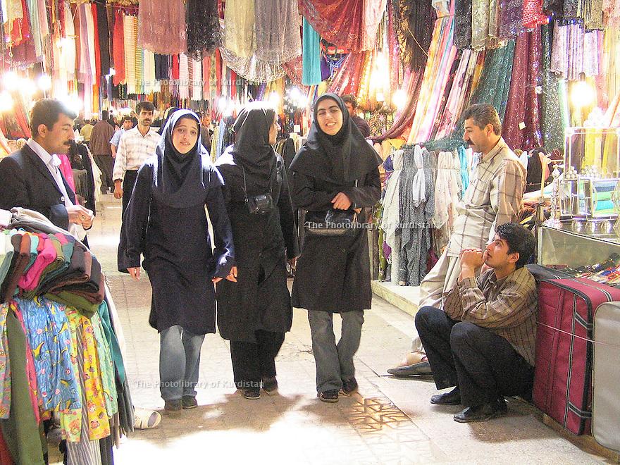 Iran 2004.Le bazar de Sanandaj.<br /> Iran 2004.Sanandaj's bazaar