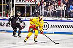 Patrick Buzas (Duesseldorf) im Spiel der DEL, Nuernberg Ice Tigers (dunkel) - Duesseldorfer EG (hell).<br /> <br /> Foto © PIX-Sportfotos *** Foto ist honorarpflichtig! *** Auf Anfrage in hoeherer Qualitaet/Aufloesung. Belegexemplar erbeten. Veroeffentlichung ausschliesslich fuer journalistisch-publizistische Zwecke. For editorial use only.