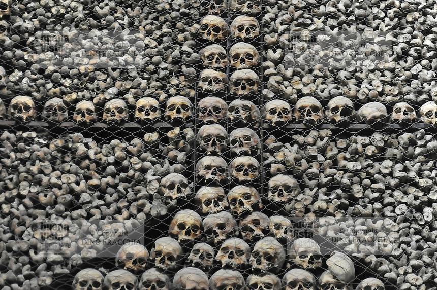 - Milano, chiesa di San Bernardino alle Ossa, cripta ossario<br /> <br /> - Milan, the church of San Bernardino alle Ossa, crypt ossuary
