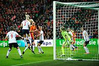GRONINGEN -  Voetbal, Nederland - Noorwegen, Noordlease stadion, WK kwalificatie vrouwen, 24-10-2017,    Noorwegen speelster Maria Thorisdottir wint kopdoel bij corner