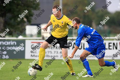 2010-10-17 / Voetbal / seizoen 2010-2011 / KFC Katelijne - Berchem Sport / Michael Dierickx (L, Berchem) met Tom Van Dessel..Foto: Mpics