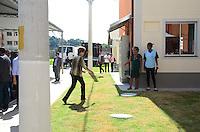 DUQUE DE CAIXAS, RJ - 09.04.2015 - PROGRAMA MINHA CASA MINHA VIDA PAC - A presidente Dilma Rousseff acompanhada pelo governador do Rio de Janeiro Luiz Fernando Pezão realiza entrega de 500 casas do programa Minha casa minha vida na cidade de Duque de Caxias, Rio de Janeiro nesta quinta-feira,09. (Foto: Jorge Hely /Brazil Photo Press )