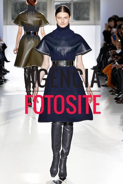 Paris, Franca – 02/2014 - Desfile de Balenciaga durante a Semana de moda de Paris - Inverno 2014. <br /> Foto: FOTOSITE