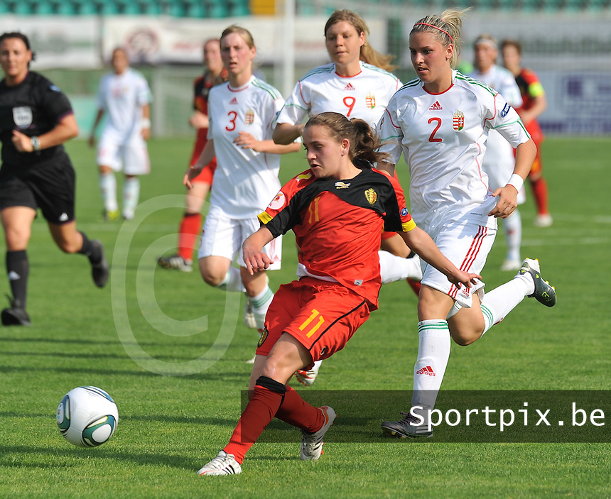 Hungary - Hongarije : UEFA Women's Euro Qualifying group stage (Group 3) - 20/06/2012 - 17:00 - szombathely  - : Hungary ( Hongarije ) - BELGIUM ( Belgie) :.Davina Philtjens voor Reka Demeter.foto DAVID CATRY / JOKE VUYLSTEKE / Vrouwenteam.be.