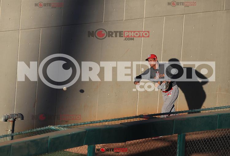 El pitcher retirado y ahora coach de pitcheo de Mayos, Isidro Marquez fue visto esta tarde haciendo bullpen, previo al partido 2 de beisbol entre Naranjeros de Hermosillo vs Mayos de Navojoa. Temporada 2016 2017 de la Liga Mexicana del Pacifico.<br /> &copy; Foto: LuisGutierrez/NORTEPHOTO.COM
