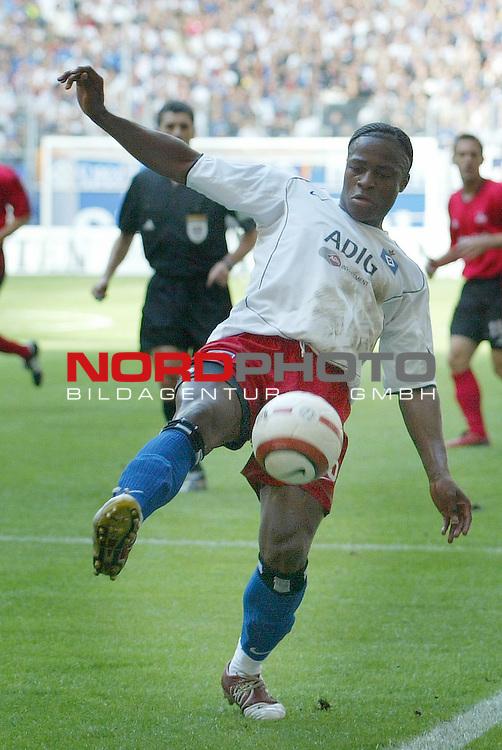 Bundesliga 2004/2005 -  Hamburger SV <br /> <br /> Hamburger SV vs 1.FC Nuernberg (NŁrnberg)<br /> <br /> Einzelaktion Emile Mpenza<br /> <br /> Foto &copy; nordphoto - Anja Heinemann<br /> <br /> <br /> <br /> <br /> <br /> <br /> <br />  *** Local Caption *** Foto ist honorarpflichtig! zzgl. gesetzl. MwSt.<br /> <br /> <br /> <br /> Belegexemplar erforderlich<br /> <br /> <br /> <br /> Adresse: nordphoto<br /> <br /> <br /> <br /> Georg-Reinke-Strasse 1<br /> <br /> <br /> <br /> 49377 Vechta