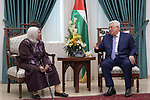 Palestinian President Mahmoud Abbas meets with the family of the prisoner Karim Younis, in the West Bank city of Ramallah on November 18, 2018. Photo by Thaer Ganaim