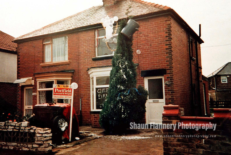 Pix, Shaun Flannery. ..COPYRIGHT PICTURE>>SHAUN FLANNERY>>01302-570814>>..Home of Dave & Julie Pakes at Sprotbrough. Doncaster..September 1989