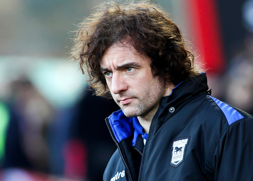 Ipswich Town's Stephen Hunt before kick off.<br /> <br /> Photo by James Marsh/CameraSport<br /> <br /> Football - The Football League Sky Bet Championship - AFC Bournemouth v Ipswich Town - Sunday 29th December 2013 - Goldsands Stadium - Bournemouth<br /> <br /> &copy; CameraSport - 43 Linden Ave. Countesthorpe. Leicester. England. LE8 5PG - Tel: +44 (0) 116 277 4147 - admin@camerasport.com - www.camerasport.com