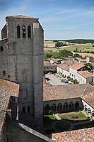 Europe/France/Midi-Pyrénées/32/Gers/La Romieu: Le Cloitre de la collégiale et le village - Patrimoine mondial UNESCO