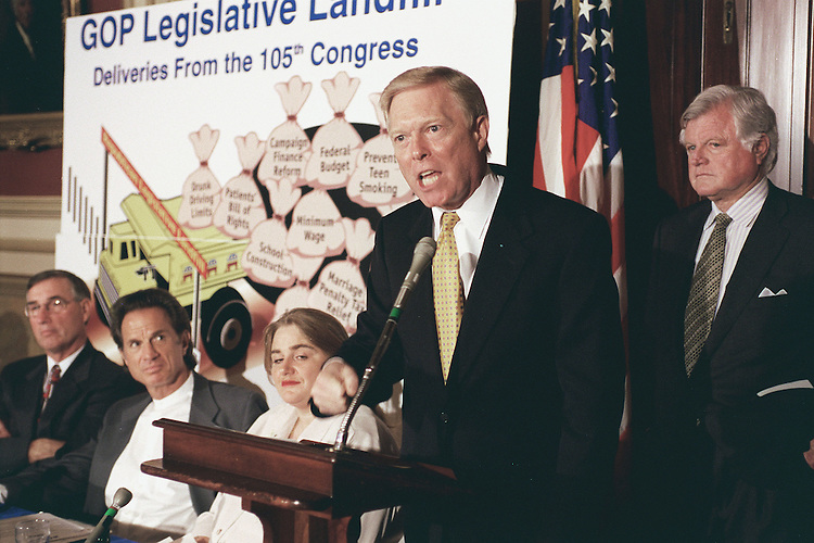 10/14/98.DEMS ON END OF SESSION--House Minority Leader Dick Gephardt, D-Mo., at podium, during a news conference on the end of the 105th Congress. Left to right: Randy Knecht, a farmer, Alan Landers, an model who worked for RJ Reynolds who now speaks out against smoking, Diane Andrews Clark, whose husband died after a coverage dispute with an HMO, and Sen. Ted Kennedy, D-Mass..CONGRESSIONAL QUARTERLY PHOTO BY SCOTT J. FERRELL
