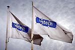 NIEUWEGEIN - Witte wapperende vlaggen met logo in blauw en grijs van technische dienstverlener Imtech. COPYRIGHT TON BORSBOOM