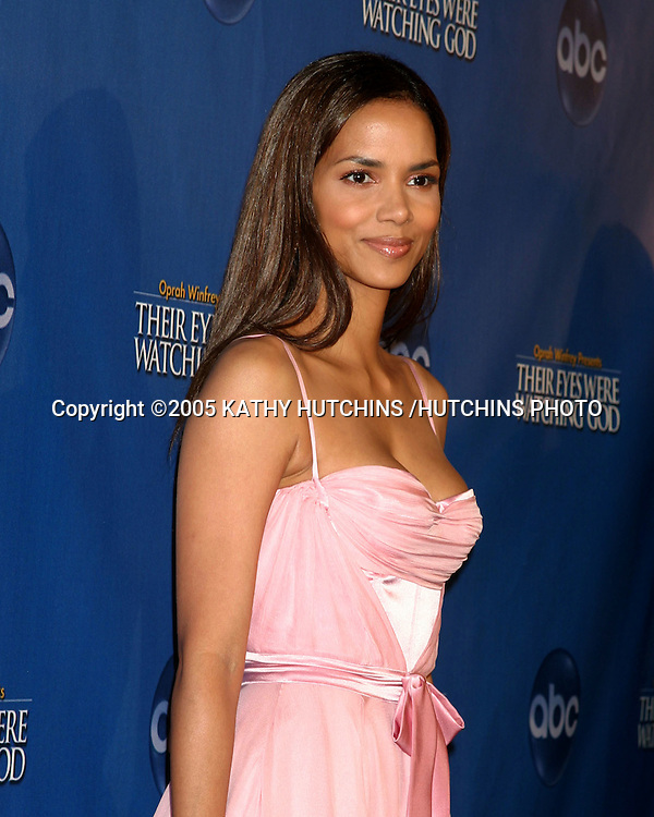 "HALLE BERRY.""THEIR EYES WERE WATCHING GOD"" SCREENING.EL CAPITAN THEATER.HOLLYWOOD, CA.MARCH 1, 2005.©2005 KATHY HUTCHINS /HUTCHINS PHOTO..."