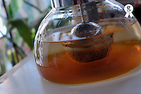 Tea infusing in teapot, close-up (Licence this image exclusively with Getty: http://www.gettyimages.com/detail/sb10065145s-001 )