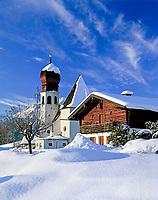 Deutschland, Bayern, Oberbayern, Berchtesgadener Land, Oberau mit Dorfkirche | DEU, Bavaria, Upper Bavaria, Berchtesgadener Land, village Oberau with church