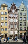 Gdańsk, (woj. pomorskie) 16.08.2014. Kamienice przy Długim Targu.