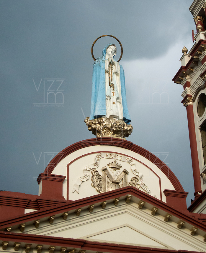 GINEBRA - COLOMBIA: 18-04-2018. Catedral de Ginebra durante el jueves santo, Valle del Cauca, Colombia, de la semana santa para los cristianos. / Cathedral of Ginebra during the holy thursday, Valle del Cauca, Colombia as part of Easter Week to the Christians.  Photo: VizzorImage / Gabriel Aponte / Staff