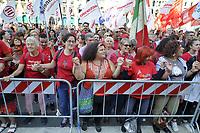 - Milano, 30 settembre 2018, manifestazione delle &quot;magliette rosse&quot;, organizzata dall'ANPI (Associazione Nazionale dei Partigiani d'Italia) ed altri gruppi della Societ&agrave; Civile. 25mila in piazza del Duomo con la parola d'ordine &quot;Intolleranza zero&quot; contro il fascismo montante e le politiche di sicurezza del governo e del ministro dell'interno Salvini.<br /> <br /> - Milan, 30 September 2018, &quot;Red T-shirt&quot; demonstration, organized by ANPI (National Association of Italian Partisans) and other groups of Civil Society. 25 thousand in Piazza del Duomo with the watchword &quot;Zero Intolerance&quot; against rising fascism and the security policies of the government and the Minister of the Interior Salvini
