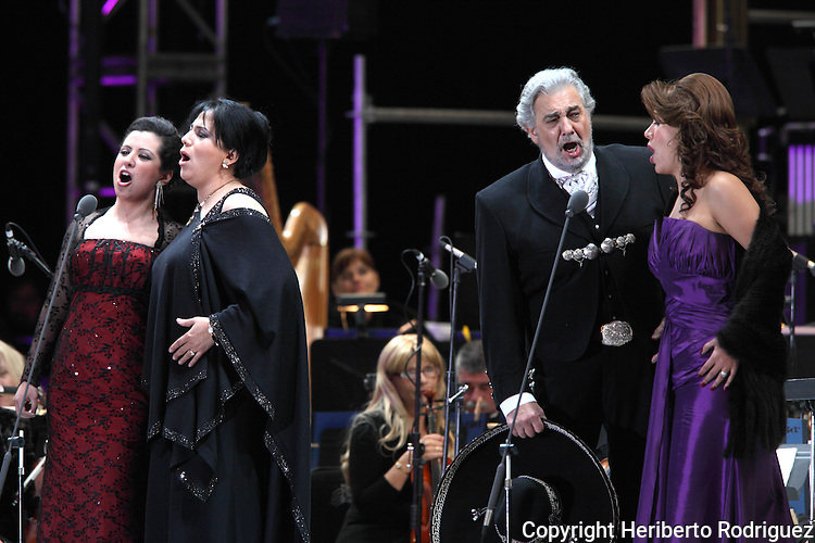 Opera soprano singers Maria Alejandres (L-R). Olivia Gorra, Eugenia Garza and tenor singer Placido Domingo  perform an opera song during the Concert of the Angel in Mexico City, December 19, 2009. Domingo and Gorra played the concert with sopranos singers Maria Alejandres and Eugenia Garza. Photo by Heriberto Rodriguez