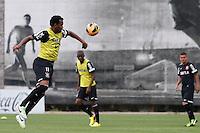 SAO PAULO, SP 25 DE OUTUBRO 2013 - TREINO CORINTHIANS - O jogador Gil, durante o  treino de hoje, 25, no Ct. Dr. Joaquim Grava, na Zona Leste da Capital. Foto: Paulo Fischer/Brazil Photo Press.