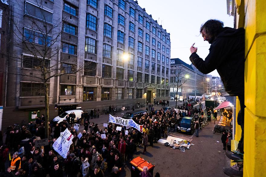 Nederland, Amsterdam, 13 maart  2015<br /> Studentenprotest. Demonstratie georganiseerd door De Nieuwe Universiteit en Rethink UvA, voor meer zeggenschap in het bestuur van de Universiteit van Amsterdam. De demonstratie vertrok vanuit het Maagdenhuis.<br /> Foto: (c) Michiel Wijnbergh