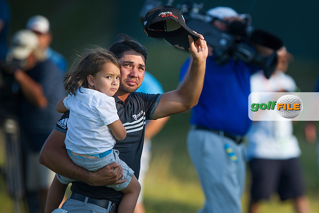 Jason Day thanks the fans after winning the 2015 USPGA Championship (Photo: Anthony Powter)