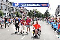 Nederland  Nijmegen 2016. De Vierdaagse van Nijmegen. Deelnemer in rolstoel op de Via Gladiola. Foto Berlinda van Dam / Hollandse Hoogte
