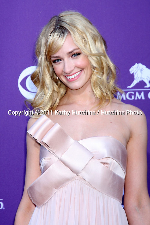 LAS VEGAS - APR 1:  Beth Behrs arrives at the 2012 Academy of Country Music Awards at MGM Grand Garden Arena on April 1, 2010 in Las Vegas, NV.
