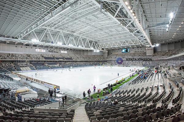 Stockholm 2014-01-10 Bandy Elitserien Hammarby IF - Sandvikens AIK :  <br /> Vy &ouml;ver bandyplanen i Tele2 Arena under uppv&auml;rmningen inf&ouml;r matchen Hammarby mot Sandviken<br /> (Foto: Kenta J&ouml;nsson) Nyckelord:  inomhus interi&ouml;r interior is tak