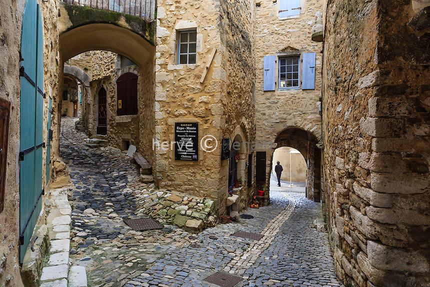France, Ardèche (07), Saint-Montan, ruelle du vieux village // France, Ardeche, Saint Montan