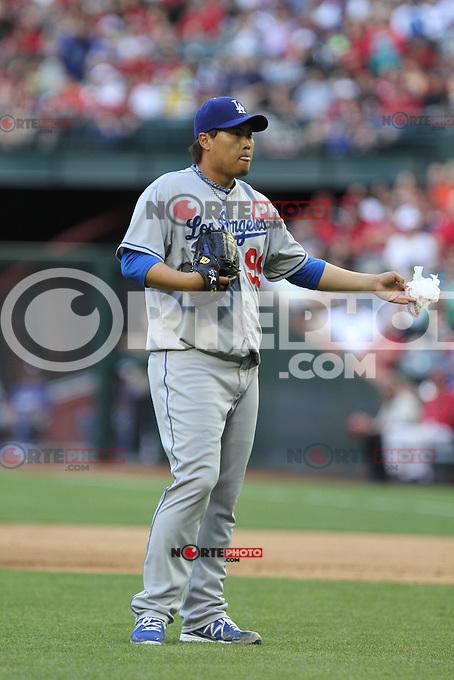 el pitcher de korea Hyun Jin Ryu de Dodgers de LA  se fue con la victoria y dio un par de hits y un doblete  durante el partido de Ligas Mayores de beisbol,  Los Dodgers de Los Angeles (LA) vs Diamondbacks de Arizona en el estadio Case Field, 13 de Abril del 3013 en Phoenix Arizona. ...NORTEPHOTO