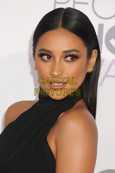 6 January 2016 - Los Angeles, California - Shay Mitchell. People's Choice Awards 2016 - Arrivals held at The Microsoft Theater. <br /> CAP/ADM/BP<br /> &copy;BP/ADM/Capital Pictures