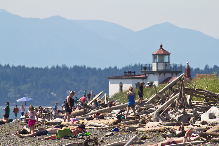 Seattle, beach goers, Discovery Park, West Point Lighthouse, Magnolia Bluff, Puget Sound, Washington State, Pacific Northwest, United States,