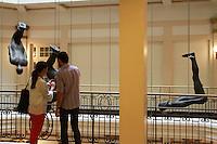 SAO PAULO, SP, 12 DE MAIO DE 2012 - MOSTRA ANTONY GORMLEY NO CCBB- O artista Ingles Antony Gormley, apresenta na sua exposicao a importante instalacao Event Horizon (Horizonte de eventos) que reune  31 esculturas de corpos em tamanho real ocupando espacos publicos e no entorno do Centro Cultural do Banco do Brasil. (FOTO: GEORGINA GARCIA / BRAZIL PHOTO PRESS).