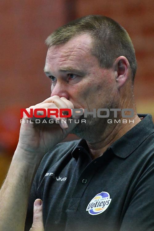 22.10.2016,  Gellersenhalle, Lueneburg, GER, VBL, SVG Lueneburg vs Solingen Volleys im Bild Trainer Arno van Solkema (Solingen/ Foto © nordphoto / Witke