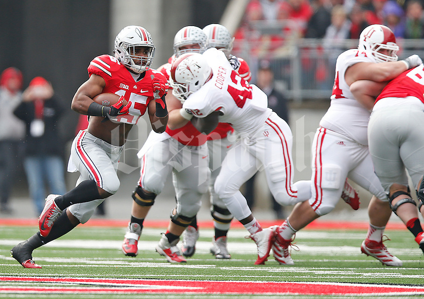 Ohio State Buckeyes running back Ezekiel Elliott (15) races towards the end zone for the Buckeyes first TD against Indiana at Ohio Stadium on 22, 2014. (Chris Russell/Dispatch Photo)