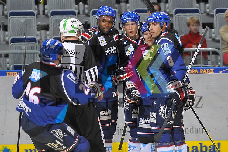 Mannheim 02.10.12, DEL, Adler Mannheim - Iserlohn Roosters, Torjubel zum 4:0 von Mannheims Jaime Sifers (Nr.26), Mannheims Shawn Belle (Nr.7), dem Torschuetzen Mannheims Frank Mauer (Nr.28), Mannheims Ronny Arendt (Nr.57) und Mannheims Yanick Lehoux (Nr.8)<br /> <br /> Foto &copy; Ice-Hockey-Picture-24 *** Foto ist honorarpflichtig! *** Auf Anfrage in hoeherer Qualitaet/Aufloesung. Belegexemplar erbeten. Veroeffentlichung ausschliesslich fuer journalistisch-publizistische Zwecke. For editorial use only.
