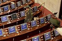 BOGOTÁ -COLOMBIA. 20-07-2017: Organismos de seguridad revisan el salón en donde tendrá ocasión la ceremonia de instalación de la legislatura 2017 2018 del Congreso de la República de Colombia realizado hoy, 20 de julio de 2017, en el salón Elíptico del Capitolio Nacional de Colombia en la ciudad de Bogotá. / Security coprs check the room where will be take the ceremony of installation of the Legistature 2017 2018 of the Congress of the Republic of Colombia made today,  July 20 2017, at Ellipptical room of the National Capitol of Colombia in Bogota city . Photo: VizzorImage/ Gabriel Aponte / Staff