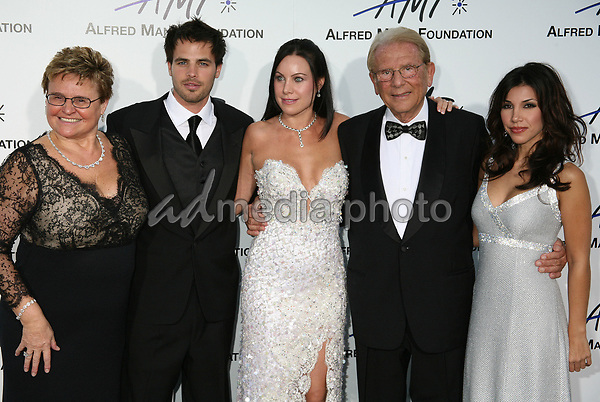 9 September 2006 - Beverly Hills, California. Claude Mann, Al Santos, Cassandra Mann, Alfred Mann and Adrianna Costa. 3rd Annual Alfred Mann Foundation Innovation and Inspiration Gala Honoring Richard and Nancy Riordan. Photo Credit: Byron Purvis/AdMedia