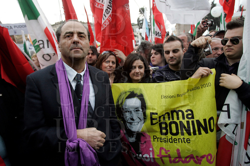 "Manifestazione ""Per la democrazia, la legalita', il lavoro, i diritti"" indetta da Partito Democratico, Italia dei Valori, Federazione della Sinistra, Sinistra Ecologia e Liberta', Verdi e popolo viola in piazza del Popolo a Roma, 13 marzo 2010. Nella foto, il Presidente dell'Italia dei Valori Antonio Di Pietro..Italian center-left opposition parties and associations demonstrate in Rome, 13 march 2010, against Berlusconi's government. Pictured: Italia dei Valori party's president and former magistrate Antonio Di Pietro..UPDATE IMAGES PRESS/Riccardo De Luca"