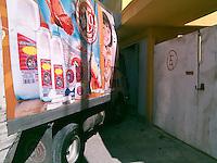 Quer&eacute;taro, Qro. 27 de Diciembre de 2015.-<br /> Un par de ebrios que conducilnan un veh&iacute;culo de lacteos; se impactaron en contra de una casa; en la comunidad del Carmen en el municipio de El Marqu&eacute;s, graves da&ntilde;os se ocasionaron a la entrada de la vivienda pero no hubo personas lesionadas.<br /> <br /> Foto: Oscar Aguilar