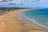 Vol au-dessus du littoral du Calvados (Basse Normandie, France) . Flight above the shores of Calvados (Normandy, France)