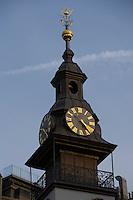 Europe/République Tchèque/Prague:Quartier Juif - Détail de  l'Hotel de Ville Juif et de l'Horloge de  sa tourelle dont les aiguilles vont à rebours cf :Apollinaire