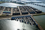 Nederland, Noord-Holland, Amsterdam, 20-04-2015; IJburglaan en Steigereiland.  Waterbuurt met drijvende woningen en dijkwoningen, op het tweede plan Zuidbuurt met zelfbouwkavels. <br /> Entrance to IJburg, the new urban development district of Amsterdam, along the central road, the first island