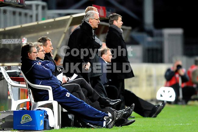 EMMEN - Voetbal, FC Emmen - Helmond Sport, Jupiler League, Unive stadion, seizoen 2011-2012, 30-03-2012 Helmond Sport trainer Hans de Koning kijkt gespannen naar de vrrrichtingen van zijn ploeg.