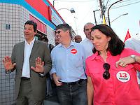 SAO PAULO, 25 DE JULHO DE 2012. CAMPANHA FERNANDO HADDAD. A caminhada do candidato a prefeitura Fernando Haddad pelas ruas do Bairro do Butantã. FOTO: ADRIANA SPACA: BRAZIL PHOTO PRESS
