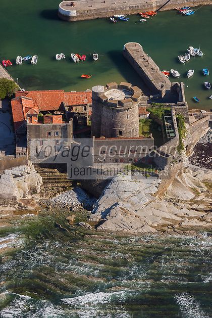 France, Pyrénées-Atlantiques (64), Pays-Basque, Ciboure, le fort de Socoa, construit sous Louis XIII et remanié par Vauban  vue aérienne // France, Pyrenees Atlantiques, Basque Country, Ciboure, Socoa Fort, built under the regn of King Louis XIII and modified by Vauban - Aeria view