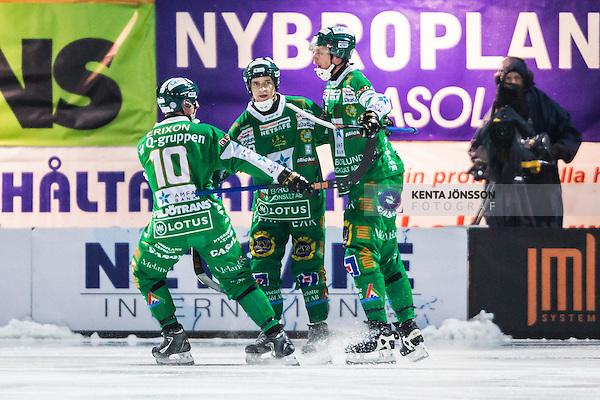 Stockholm 2014-02-07 Bandy Elitserien Hammarby IF - V&auml;ster&aring;s SK :  <br /> Hammarbys Patrik Nilsson gratuleras av Hammarbys Stefan Erixon och Hammarbys Markus Kumpuoja efter sitt 1-0 m&aring;l<br /> (Foto: Kenta J&ouml;nsson) Nyckelord:  VSK Bajen HIF jubel gl&auml;dje lycka glad happy