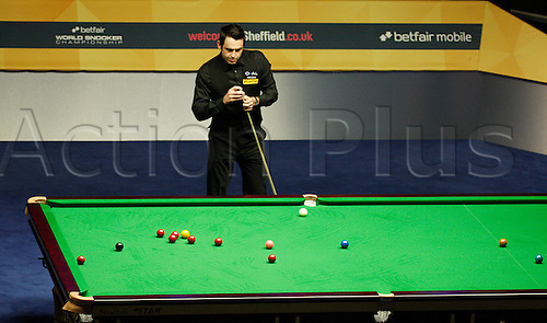 05.05.2013 Sheffield, England.  Defending champion Ronnie O'Sullivan takes a 5-3 lead over Barry Hawkins into tonights 2nd session of the Betfair World Snooker Championship final, at the Crucible Theatre on May 5th, 2013 in Sheffield, England. (Best of 35 frames over two days and four sessions)